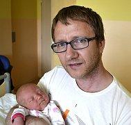 EMA ŠPULÁKOVÁ Z VESELÍ NAD LUŽNICÍ. Narodila se 16. dubna v 16.19 hodin. Vážila 3870 g, měřila 51 cm a má sestřičku Nelu (3).