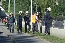 Zkouška instalace protipovodňové mobilní hráze.