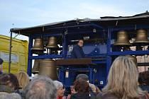 Na Žižkově náměstí v Táboře lidé naslouchali hře na zvony.
