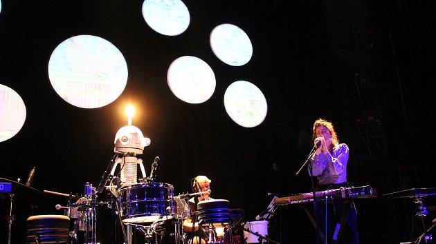 Floex v DONu představil robotického bubeníka Josefa