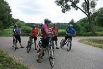 Cyklisté by měli používat reflexní prvky
