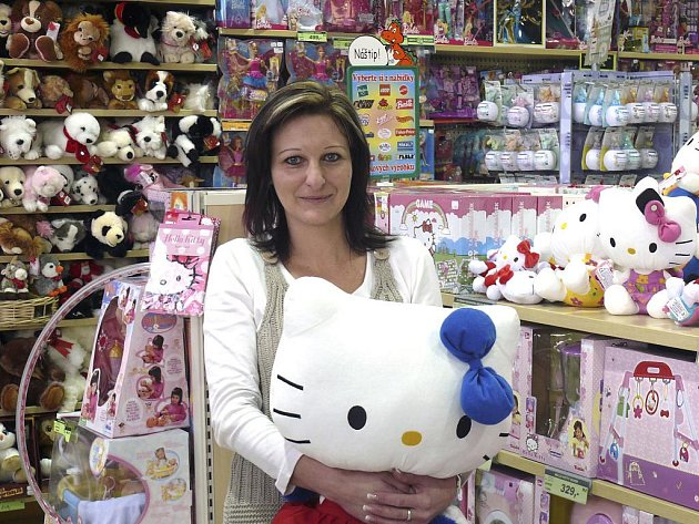 Kočičí postavička je u dětí stále v oblibě. Letos jí ale šlapou na paty panenky příšerky.