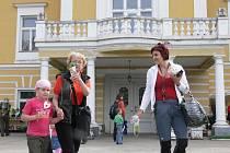 Na zámku v Chotovinách se první květnový víkend konala také velká prodejní výstava květin. Za týden tu bude další, tentokrát ale v kulturním domě.