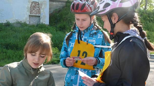 Děti soutěžily ve zručnosti na kolech.