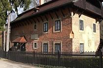Dům, ve  kterém se narodil slavný chýnovský občan František Bílek, stojí na okraji obce.  V sezoně od 15. května do 15. října  je přístupný také veřejnosti.  Mimo sezonu pouze po dohodě se správcem.