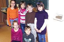 Prvňáčci Adriana, Nikola, Tereza, Mates, Lili a Karel ze Základní školy Chotoviny, kteří vyprávěli o adventu.