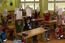 Děti ve třídě.