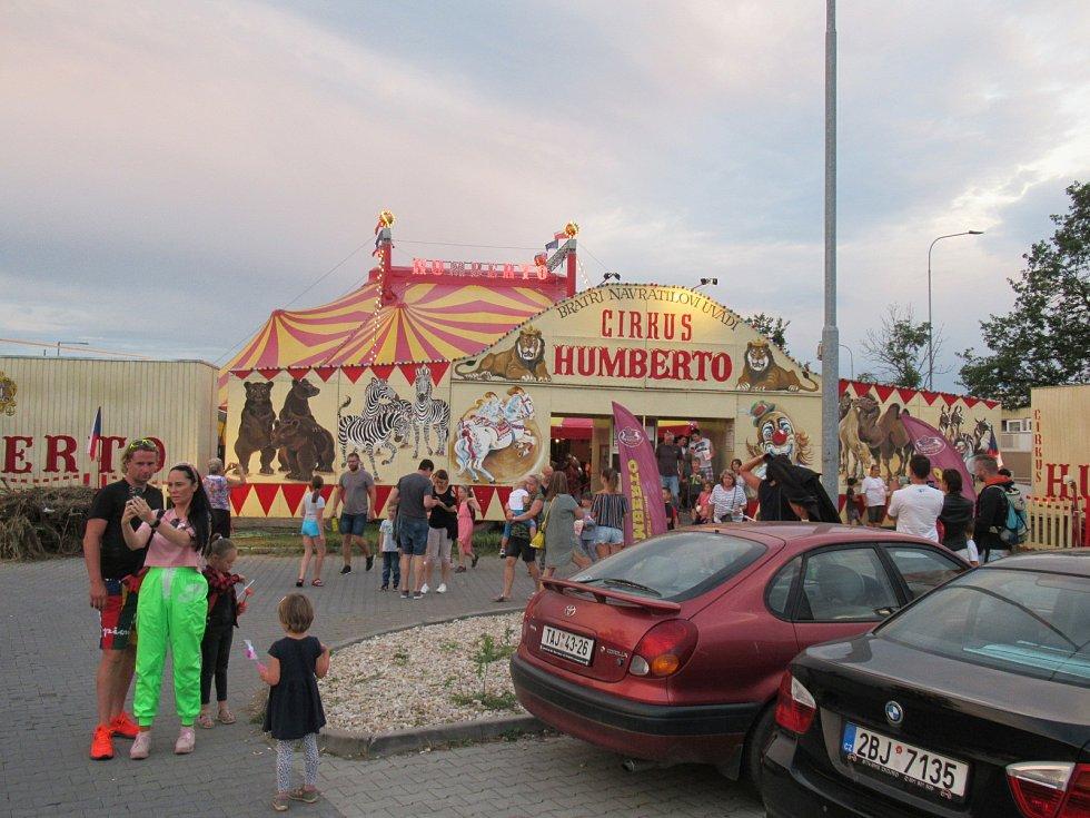 Během své jubilejní 70. sezony navštívil nejslavnější český cirkus také Tábor. Na 2,5 hodinové vystoupení s názvem Legenda přišlo během deseti dní téměř osm tisíc lidí.
