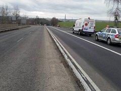 Od středeční patnácté hodiny do čtvrteční sedmé hodiny ranní zmizelo na hlavním silničním tahu I/19 74 kusů směrovacích desek včetně podstavců.
