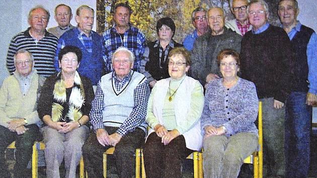 Členové rady Klubu vojenských důchodců Tábor z roku 2009.