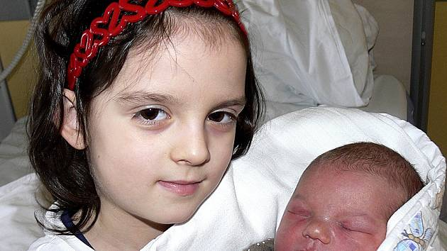ROZÁRIE SIDOROVÁ Z TÁBORA. Přišla na svět 26. ledna v 18.07 hodin. Vážila 3620 g, měřila 49 cm a už má sestřičku Zuzanku (6).