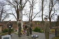 V Bechyni položili věnce na pomník při příležitosti dne veteránů.