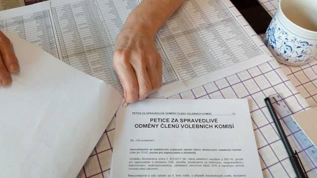 Druhé kolo volby prezidenta má i neobvyklou součást, a sice petici za zvýšení odměn pro členy komisí. Fotka je z Plané nad Lužnicí.