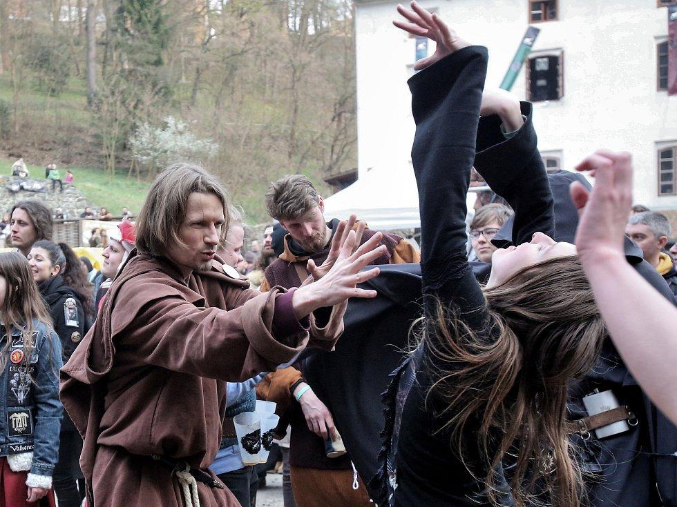 Milovníci historie, fantasy a Zaklínače si užili v Táboře na Housově mlýně čtyřdenní festival.