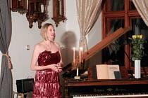 Karolína Bubleová Berková při svém adventním vystoupení na zámku v Brandlíne.