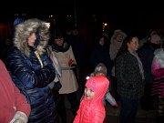 V Mladé Vožici se na na Žižkově náměstí sešlo kolem stovky lidí.