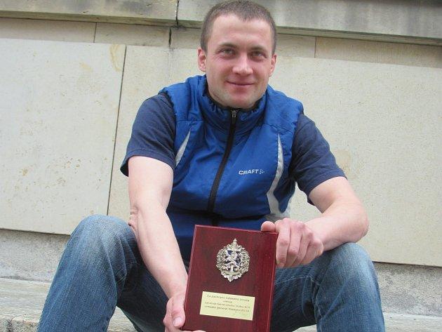 Oceněný voják Martin Bouzek.