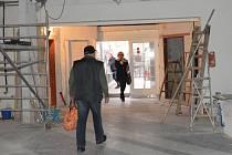 V tomto týdnu měla knihovna pro veřejnost otevřeno, od soboty se do ní ale návštěvníci na týden opět nedostanou.
