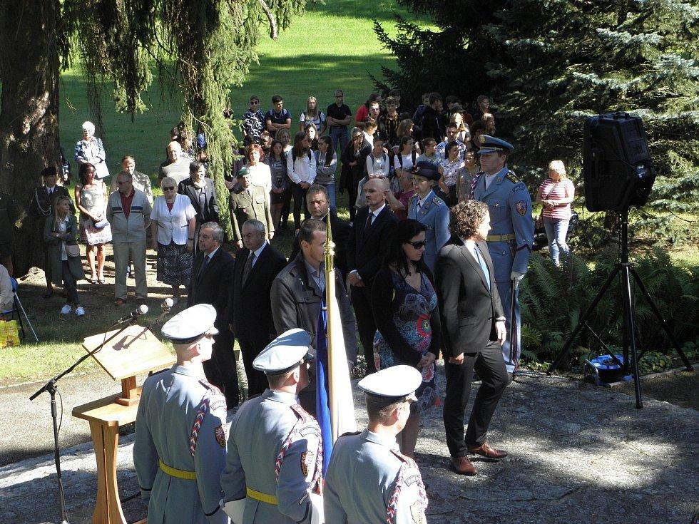 Pietní akt u hrobu prezidenta Beneše v Sezimově Ústí ve čtvrtek 3. září.