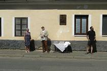 V pátek 10. dubna uplynulo přesně 100 let od narození českého malíře a grafika Jana Rajlicha. Rodák z Dírné na Táborsku se dočkal důstojné vzpomínky. Jeho rodný dům ozdobila pamětní deska.