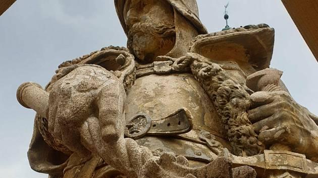Obnova sochy hejtmana Jana Žižky je v plném proudu.