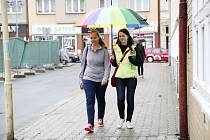 Školáci v táborských ulicích.