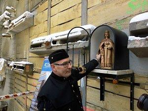 Ražbu drážního tunelu u Ješetic bude chránit sv. Barbora