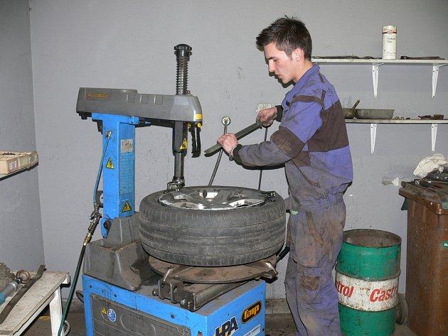 Přezouvání gum v táborském pneuservisu