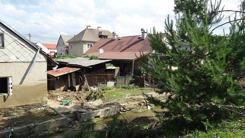 Likvidace následků povodní v Šumvaldu.