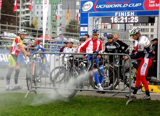Den před startem Světového poháru cyklokrosařů v Táboře.