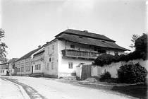 Z historie Chýnova. Fotografie pochází z táborského atelieru Šechtl a Voseček. Zveřejňujeme je s laskavým svolením Marie Šechtlové.