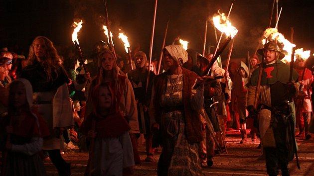 Populární na festivalu Táborská setkání je páteční pochodňový průvod
