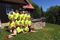 Borotínské basketbalistky při nedávném pobytu v Krkonoších.