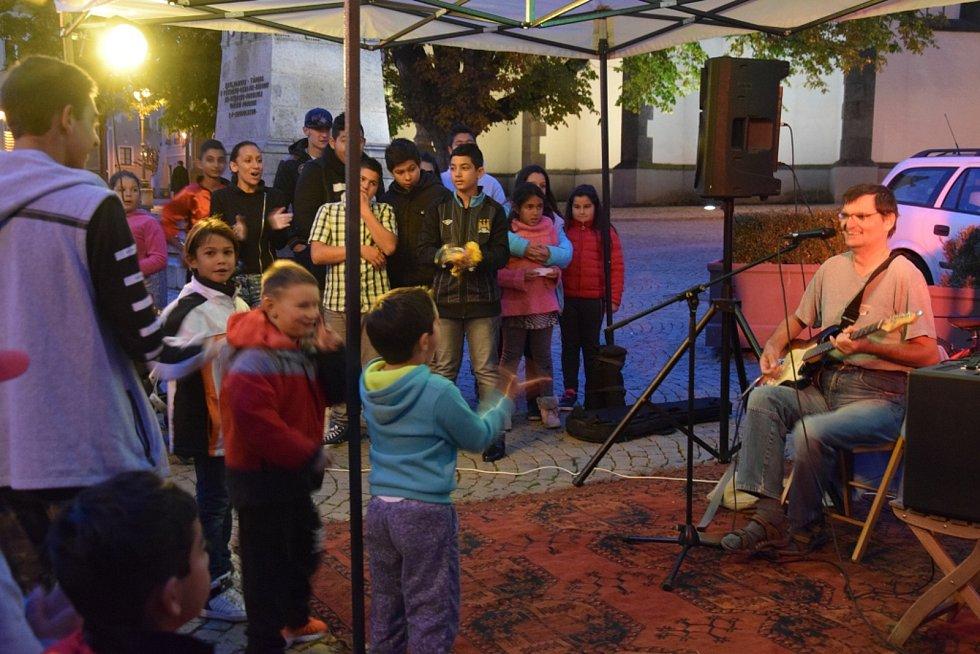 Možnost vystoupit před táborským publikem získaly jak známé, tak i začínající kapely, které pravidelně zkouší vprostorách cheironské hudebny.