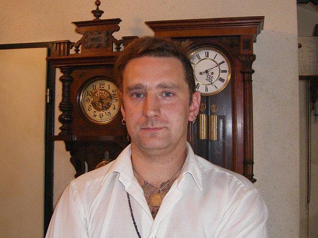 Stanislav Novotný plánuje, že si na chatě postaví orloj, složitější než ten na Staroměstském náměstí.