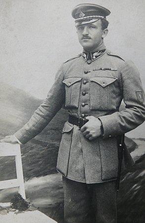 LEGIONÁŘ. Starší zbratrů Josef Coufal se po návratu zválky stal legionářem a poté četníkem.