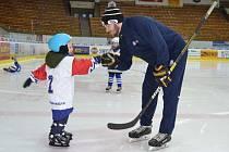 Trenér hokejových brankářů v HC Tábor Adam Petřík při nedávné náborové akci Týden hokeje.