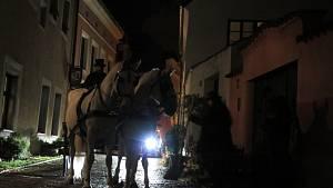 Přímo v centru Starého města se v pátek 17. a v sobotu 18. září točily historické záběry. Vánoční inscenace se zúčastnilo na 25 místních komparzistů, zahráli si i koně.
