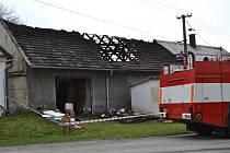 Požár vesnického stavení v Podboří u Opařan.