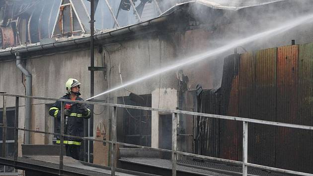 K největším ohňům na jihu Čech, který způsobil škodu za 50 milionů korun, patřil v roce 2009 požár v areálu táborského dopravce Comett Plus.