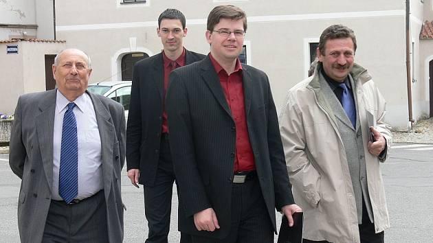 Na návštěvu Tábora přijel dnes ministr spravedlnosti Jiří Pospíšil. Z oběda v hotelu Nautilus, který nedávno získal ocenění vyhlašovatele cen Presta za investorský počin, se v doprovodu předsedy Krajského soudu v Táboře Jiřího Bernáta a předsedy okresního