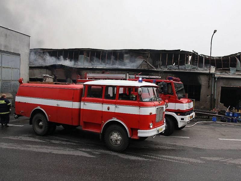 V Chýnovské ulici v Táboře hořelo v areálu dopravce Comett Plus, škoda se odhaduje na 50 milionů korun.