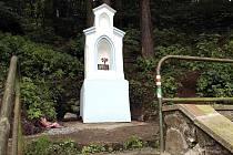 ZÁŘÍ ČISTOTOU. Modrá a bílá, to jsou barvy kapličky sv. Eleonory. Opravené jsou  i schody a změn dozná i okolí.