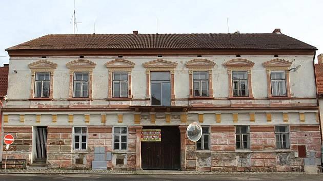 V domě č.p. 35 bylo snad vše. Řeznictvím počínaje a poštou či obchodem s drogistickým zbožím konče.