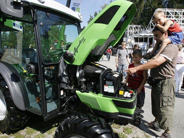 Traktory a další stroje jsou každoročně velkým lákadlem pro malé i velké návštěvníky výstavy.