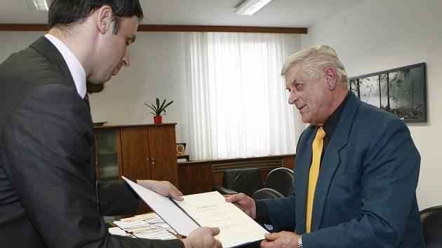 Hejtman Jihočeského kraje ocenil pana Václava Petrše z Mladé Vožice stříbrnou medailí Jihočského kraje.