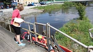 S vodáky se převrátila kánoe, jednoho oživovali, druhý zůstal pod vodou