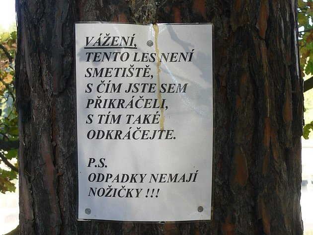 Tento les není smetiště, s čím jste sem přikráčeli, s tím také odkráčejte. P.S. odpadky nemají nožičky!!