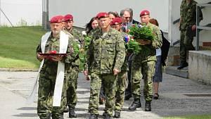Vojáci v Táboře vzpomínali na tragédii v Afghánistánu. Smutné výročí 3. roky od úmrtí tří vojáků si připomínal 42. mechanizovaný prapor Tábor včetně rodinných příslušníků ve středu 4. srpna odpoledne.