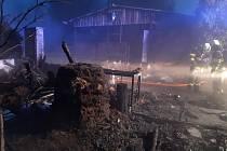 K požáru na Maredově vrchu v Táboře uháněli v neděli před pátou hodinou ráno hasiči.